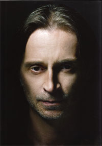 Robert Carlyle of Stargate Universe, from the SGU press kit.